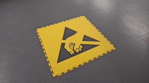 Укладка антистатических напольных покрытий