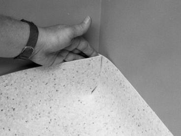 Методика выполнения ПРЯМОГО шва ВНУТРЕННЕГО угла при заведении напольного покрытия на стену